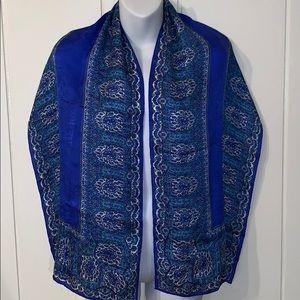 🧣 Beautiful Ellen Tracy blue scarf